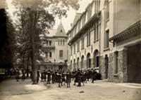 La cour de récréation à Saint-Germain-en-Laye.